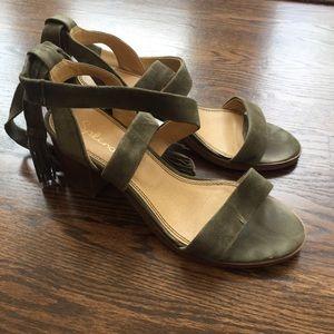 Splendid wraparound green suede block sandals 7